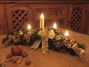 Adventsgesteck mit warmen Licht